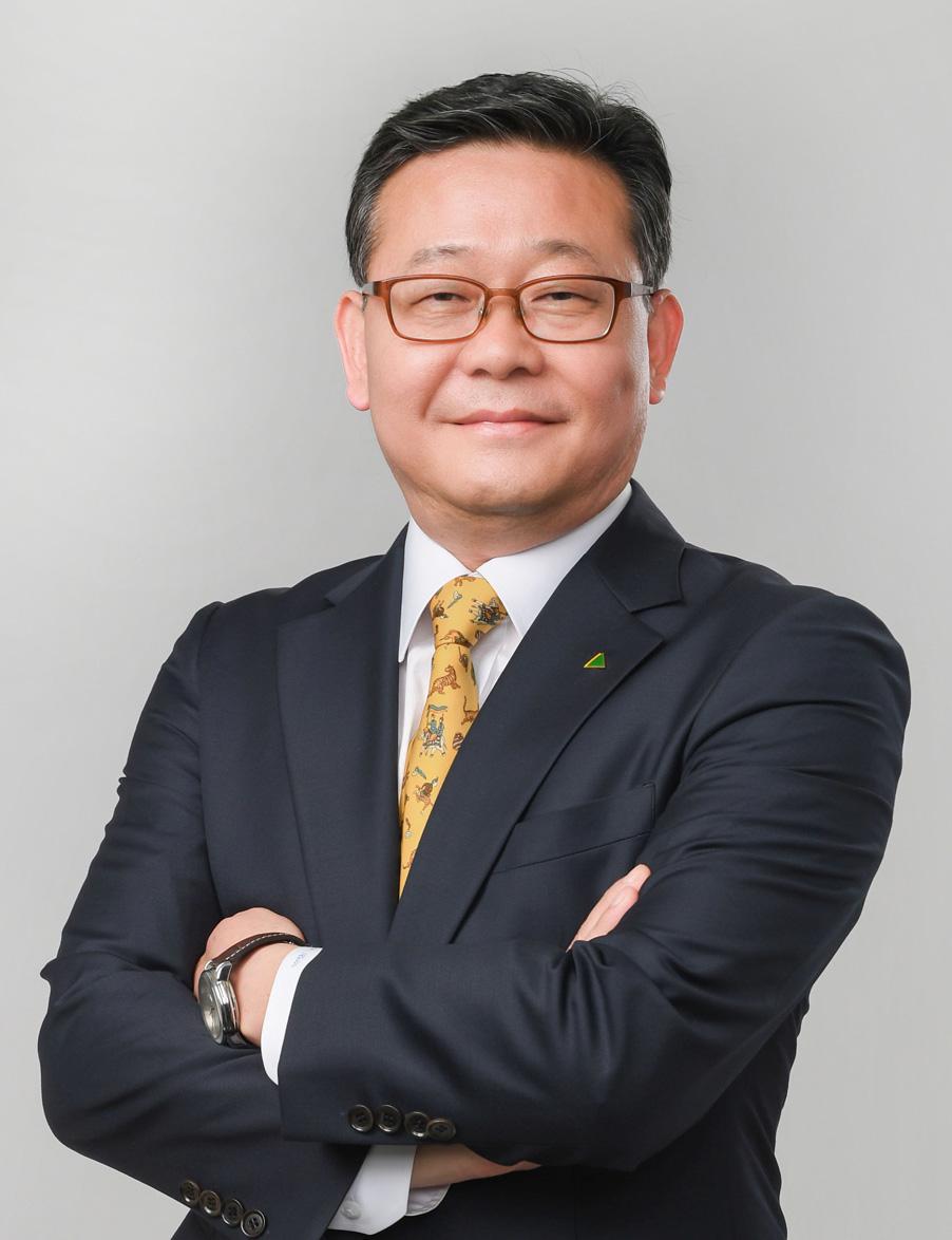 J.Y. Kim headshot